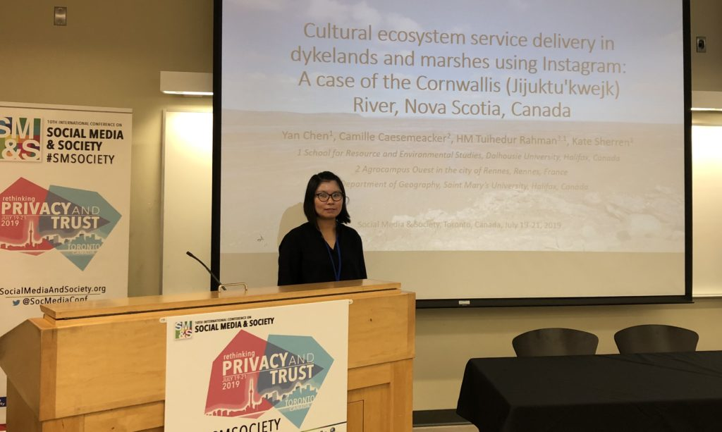 Yan Chen presenting at Social Media and Society 2019 in Toronto
